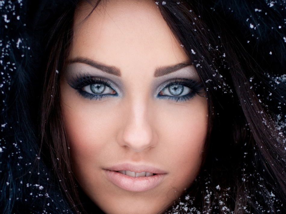 Глубокий шоколадный цвет волос для голубых глаз