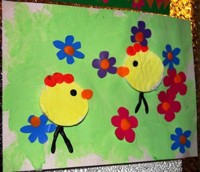 faed363f121f187e9b4c217264dd5475 Поделки из ватных дисков своими руками. Цветы из ватных дисков: подснежники, розы, ромашки, каллы. Топиарий из ватных дисков. Детские поделки из ватных дисков в детский сад, школу: фото