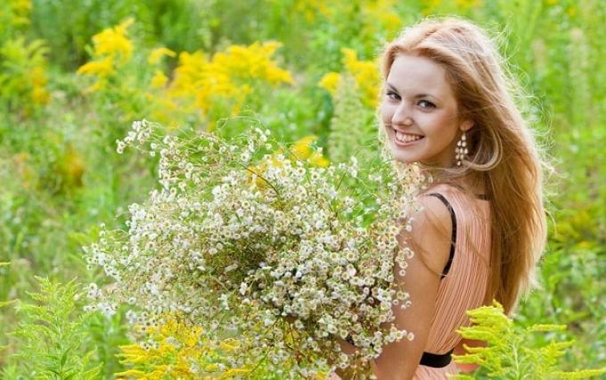 Добиться роскошных волос с помощью отваров трав реально!