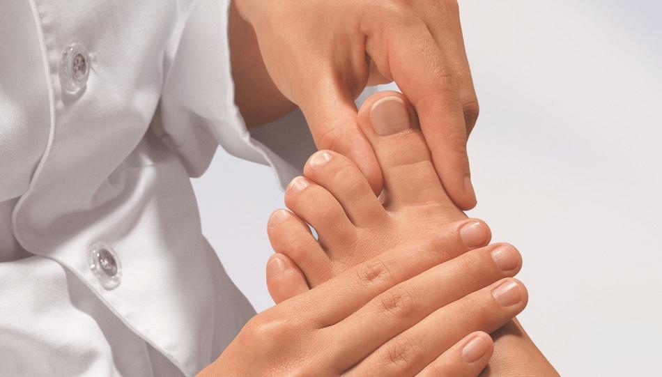 Онемение большого пальца может быть вызвано многими серьезными заболеваниями