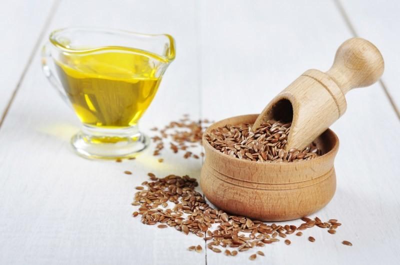 Омега-3 также содержатся в семенах льна и льняном масле.