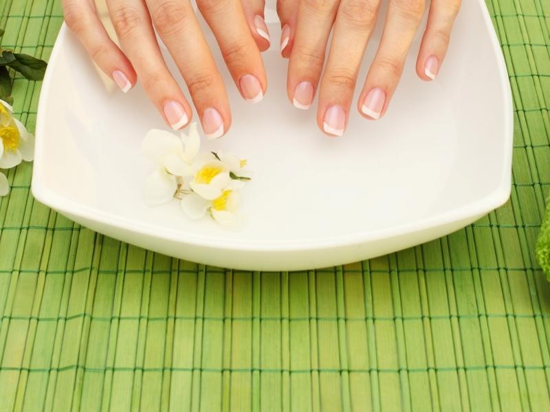 Существует множество способов укрепить ногти в домашних условиях