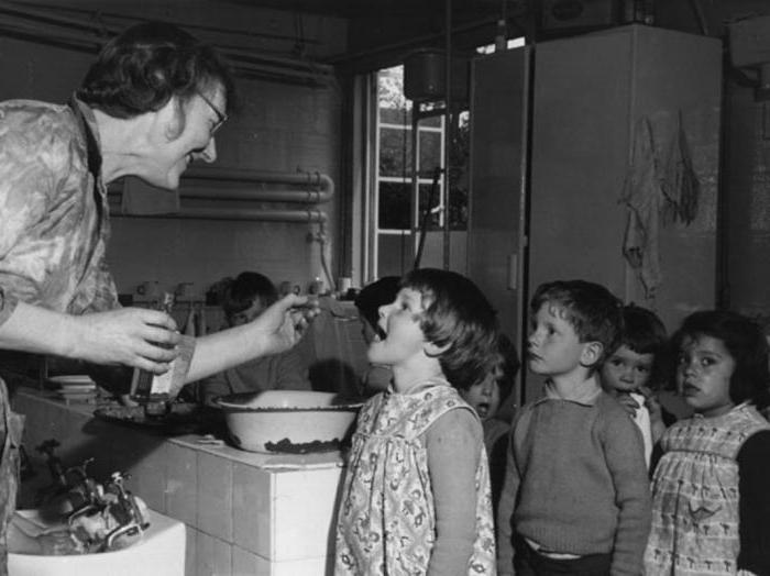 Раньше всем детям в детских садах давали рыбий жир.