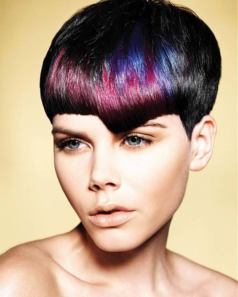 Черные волосы можно {amp}quot;разукрасить{amp}quot; синим и розовым цветом