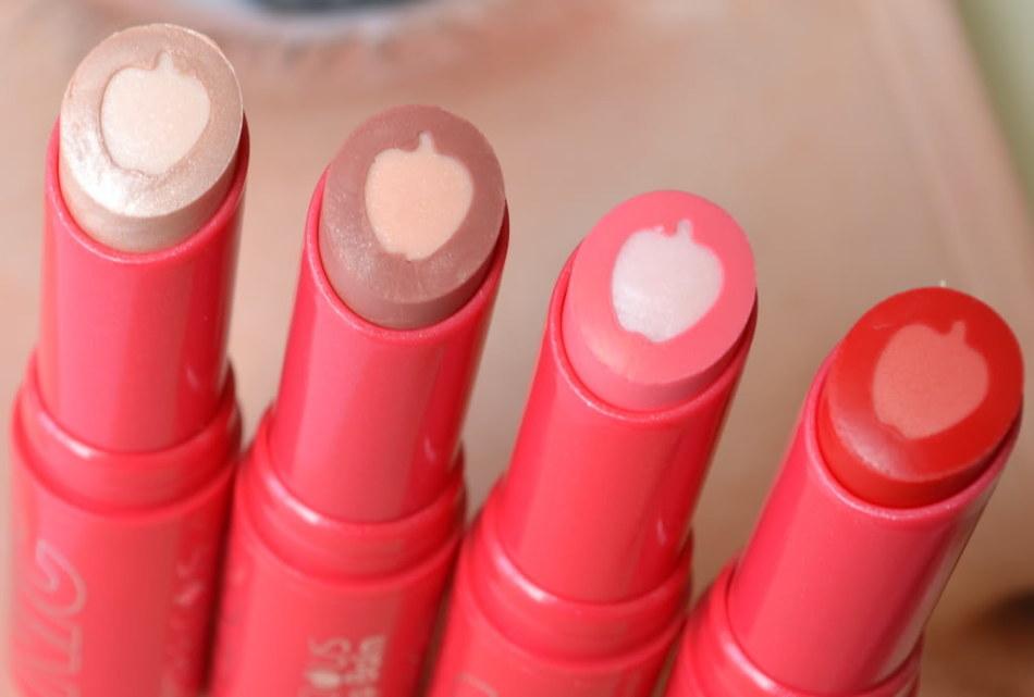 Для макияжа для губ можно использовать цветной бальзам - оттеночная палитра достаточно разнообразна