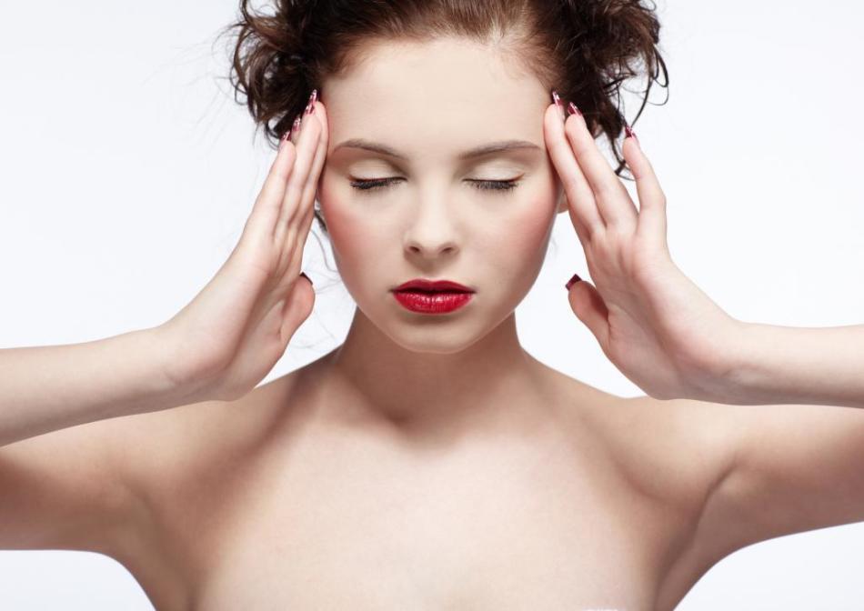 Очень редко прием этого препарата вызывает головные боли, тошноту, бессонницу, снижение артериального давления, тахикардию и кожные аллергические реакции