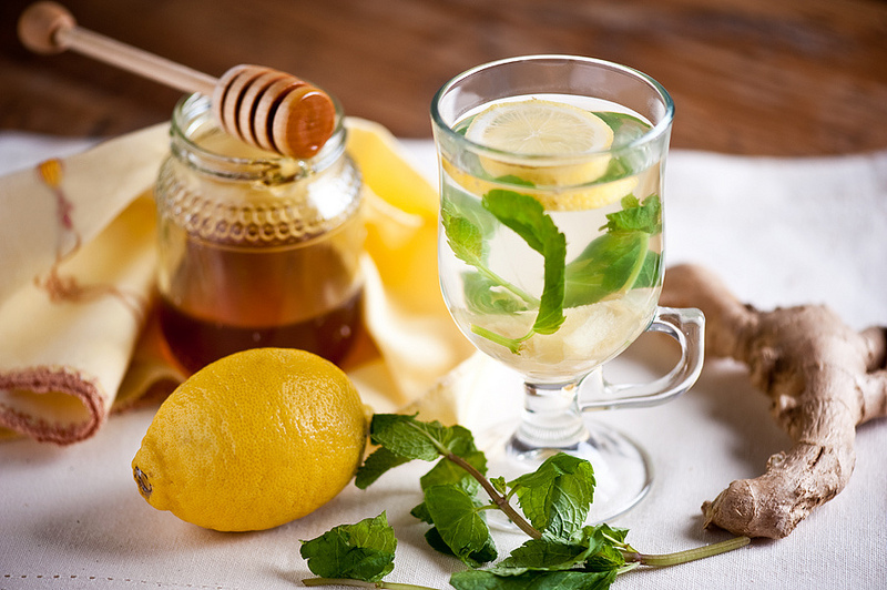 Классический напиток из имбиря, меда и лимона