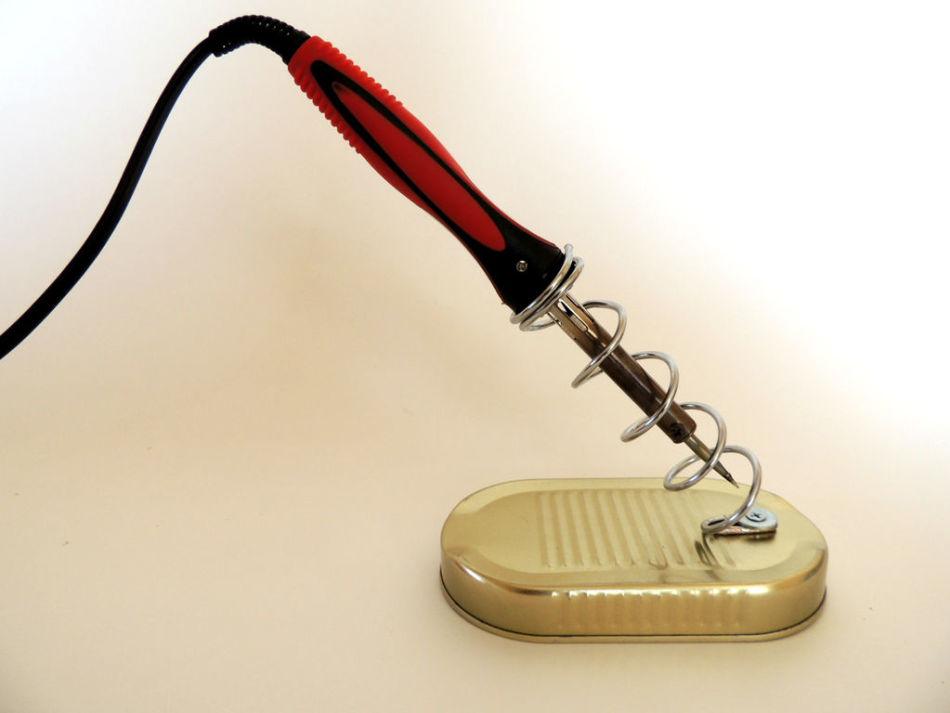 Как использовать паяльник против скользкой обуви?