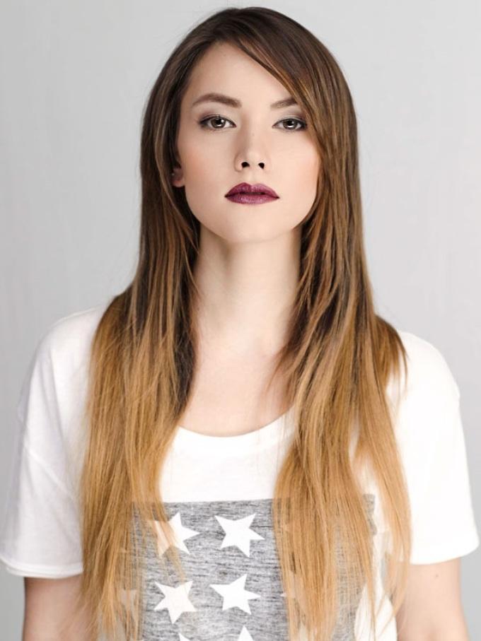 Еще один пример омбре на темные русые прямые волосы