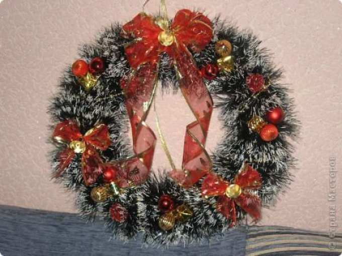 ff7c71a54b498f5b556d21ce4d2a85d1 Рождественский венок своими руками